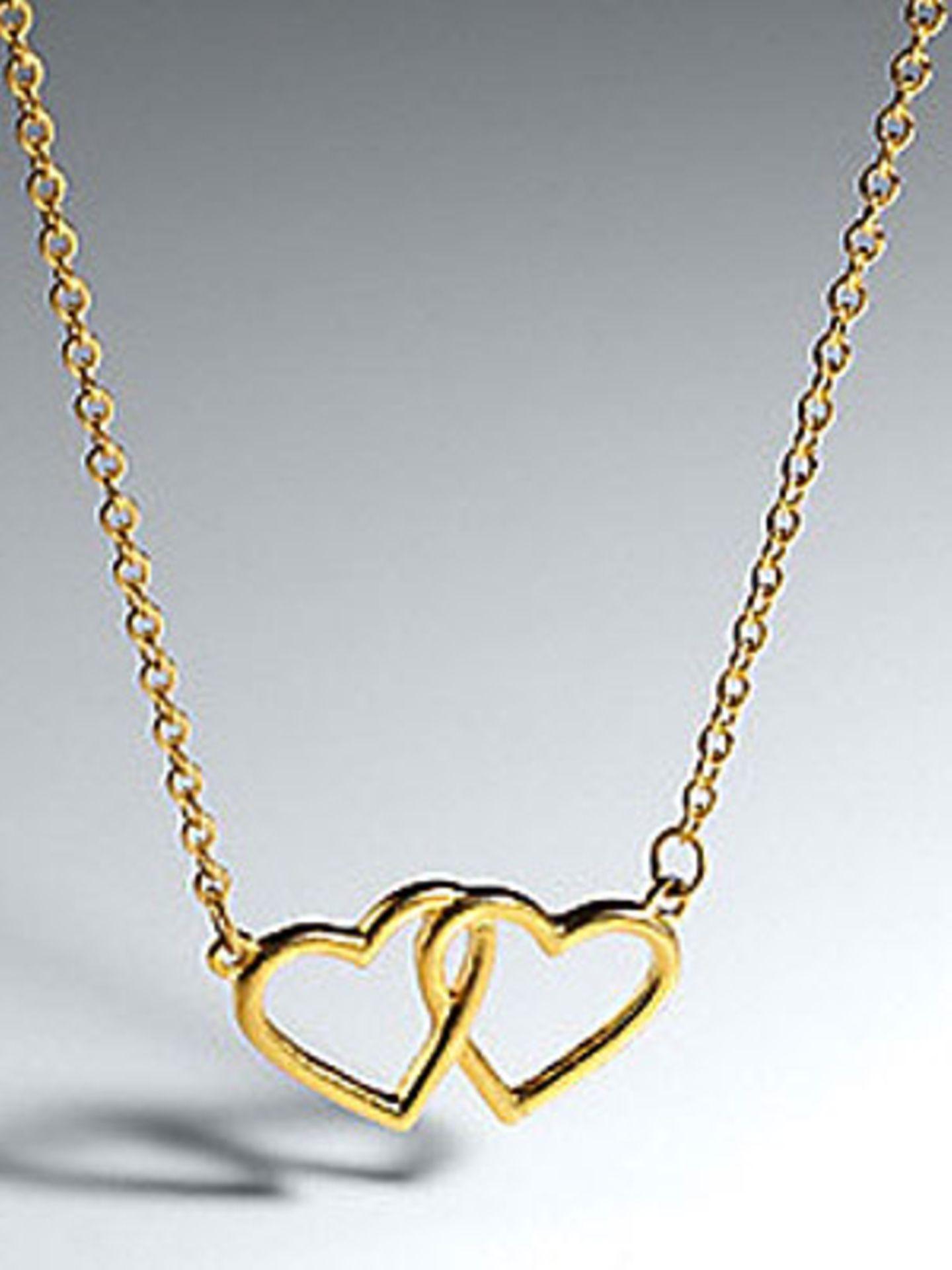 All you need is love: Herzkette von Frontlineshop, um 28 Euro.