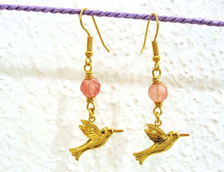 Kolibri-Ohrringe von Daily Obsessions , um 40 Euro.