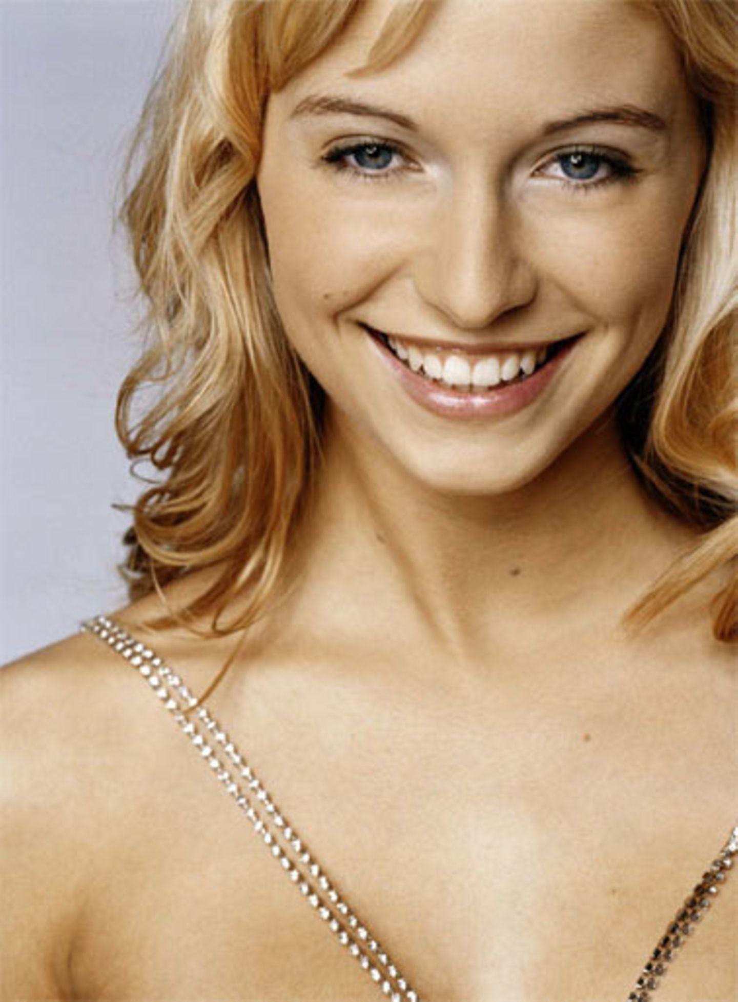 Die blonde Tänzerin Lena G. (18) aus Oldenburg - noch mit langen Haaren