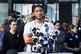 """Hancock entschuldigt sich auf einer Pressekonferenz für all seine """"Missgeschicke""""."""