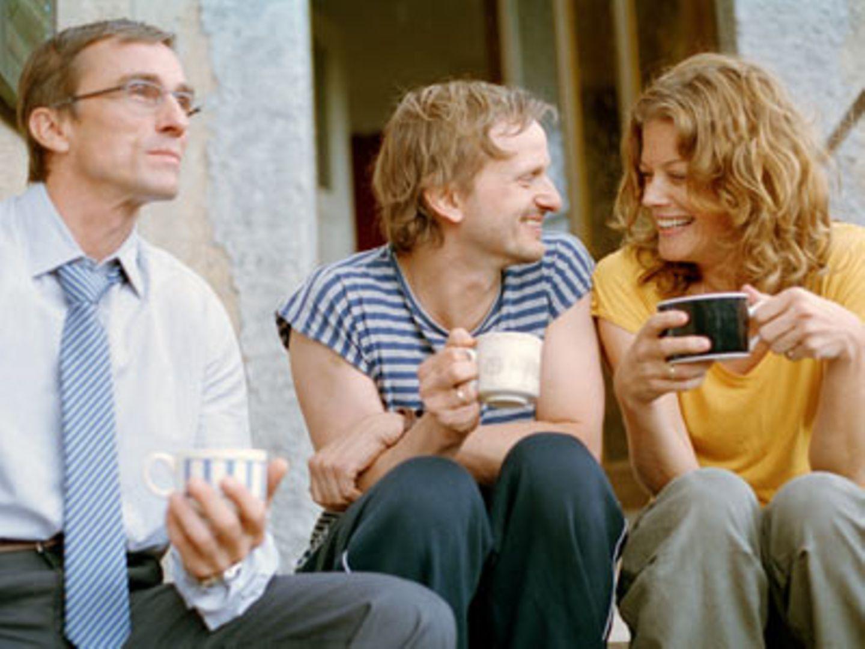 Kino-Tipp: Mitte, Ende August    Glücklich verliebt: Hanna (Marie Bäumer, rechts) und Thomas (Milan Peschel, Mitte)