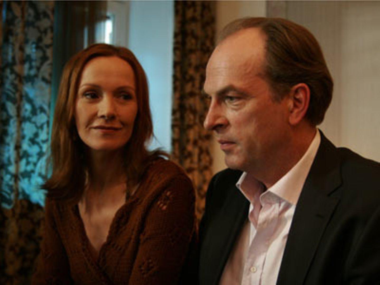 """TV-Tipp """"Liebe und andere Gefahren"""": Zwischen Tom (Herbert Knaup) und Franziska (Katja Flint) kommt es nach Jahren der Funkstille wieder zu einer Annäherung."""