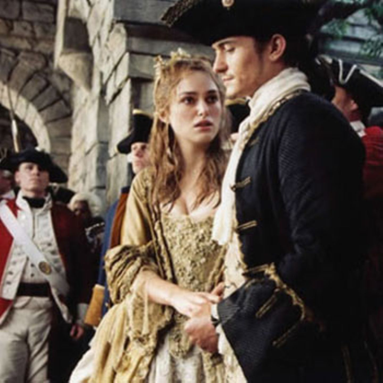 Zur Hochzeit gibt's die Drohung mit der Todesstrafe: Elizabeth und Will Turner (Orlando Bloom) stecken in Schwierigkeiten