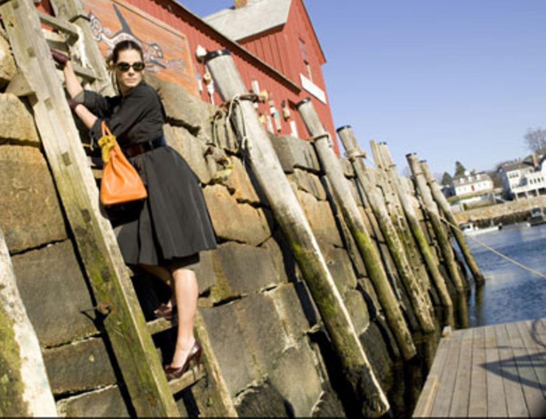 Margaret (Sandra Bullock) ist mit ihrem schicken Designer-Outfit und den halsbrecherischen High-Heels in Alaska völlig fehl am Platz.