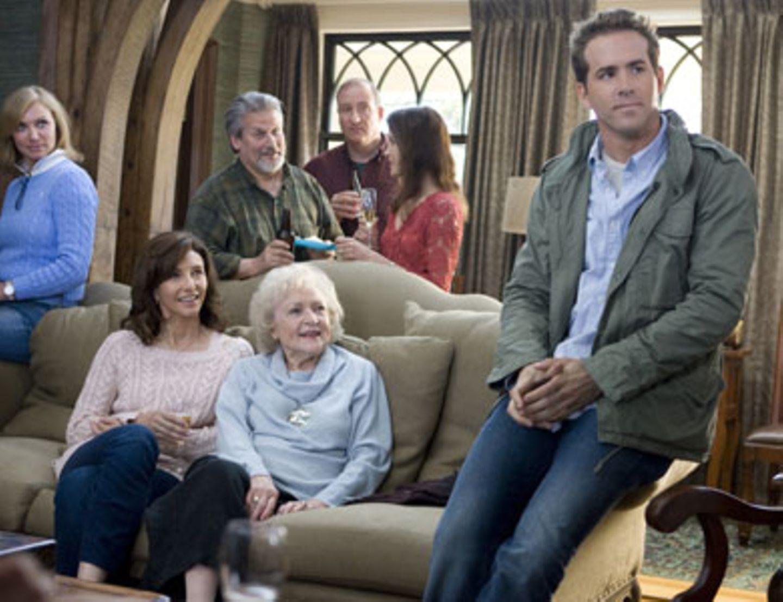 Andrews Familie beobachtet interessiert seine unfreiwillige Neueroberung.