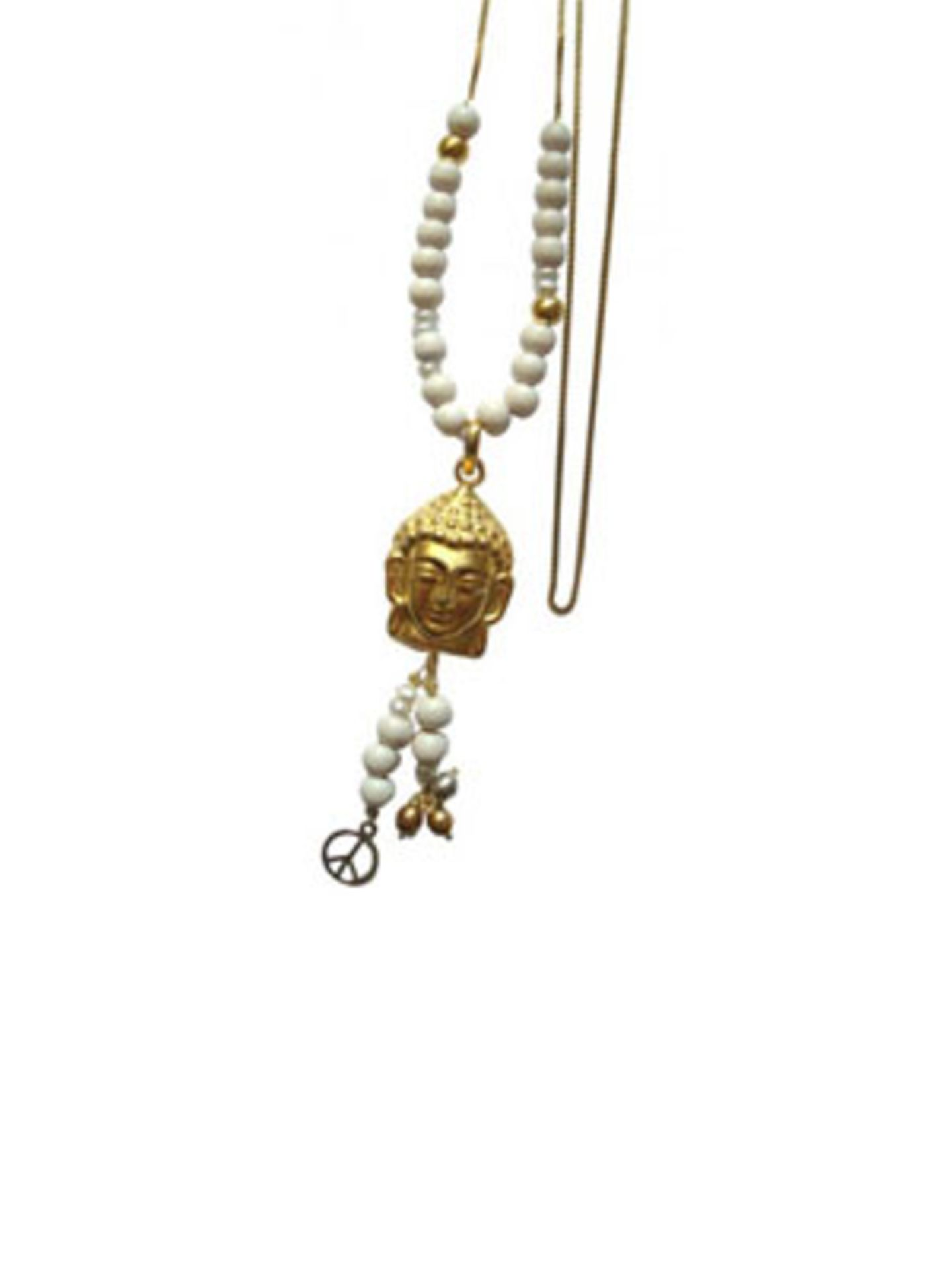 Friedvolle Perlenkette mit Buddha-Kopf von Daily Obsessions, um 110 Euro. Über www.dailyobsessions.com.