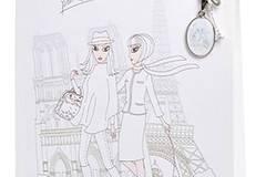 """Die """"Wundertüte Paris"""" enthält eine lange Kette mit liebevoll gestalteten kleinen Charms - passend zum Thema, versteht sich! Von brasi&brasi, um 50 Euro. Über www.brasibrasi.com."""