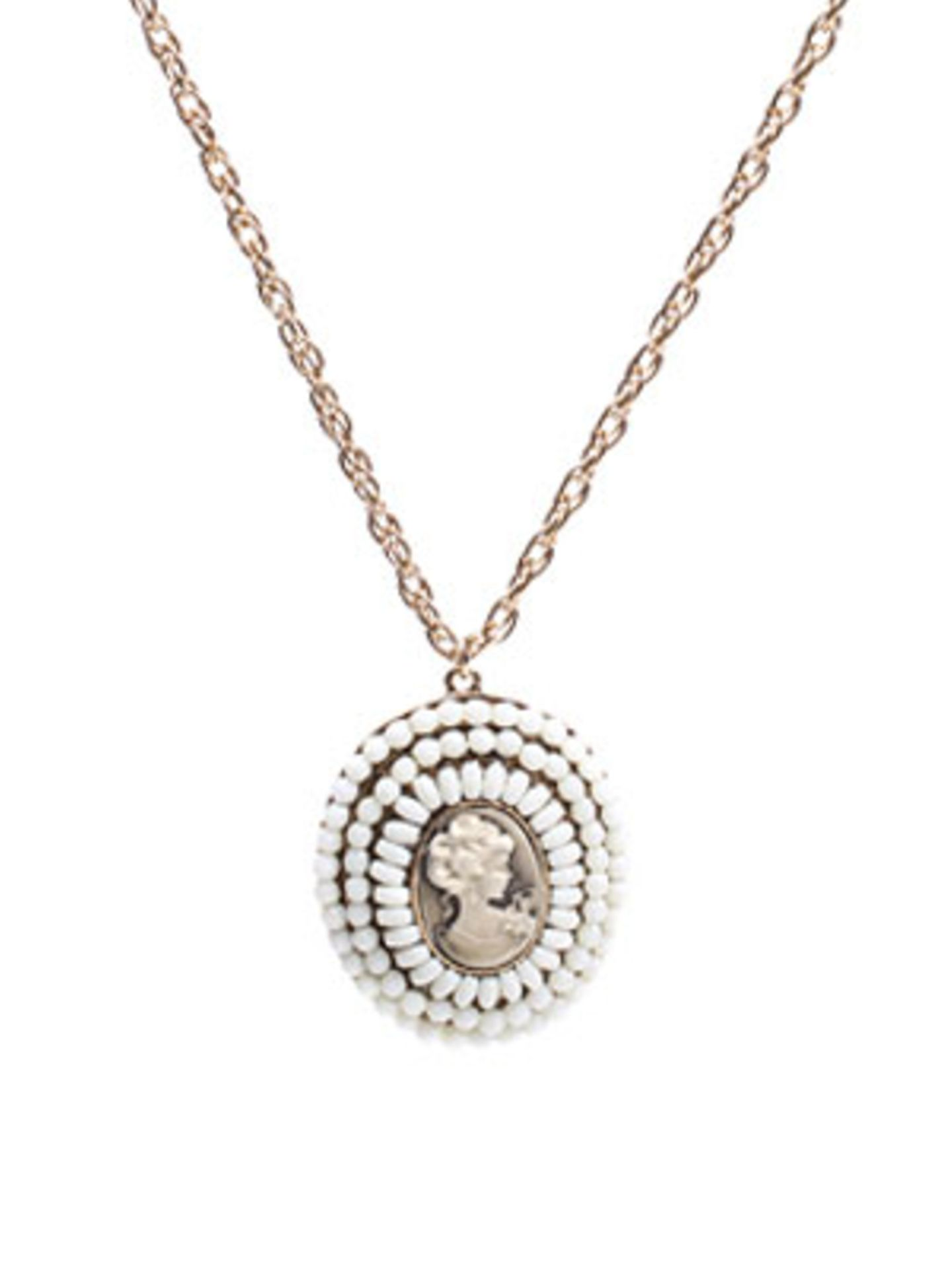 Silberkette mit Anhänger im Renaissance-Look, nur wesentlich günstiger. Von www.asos.com, um 13 Euro.