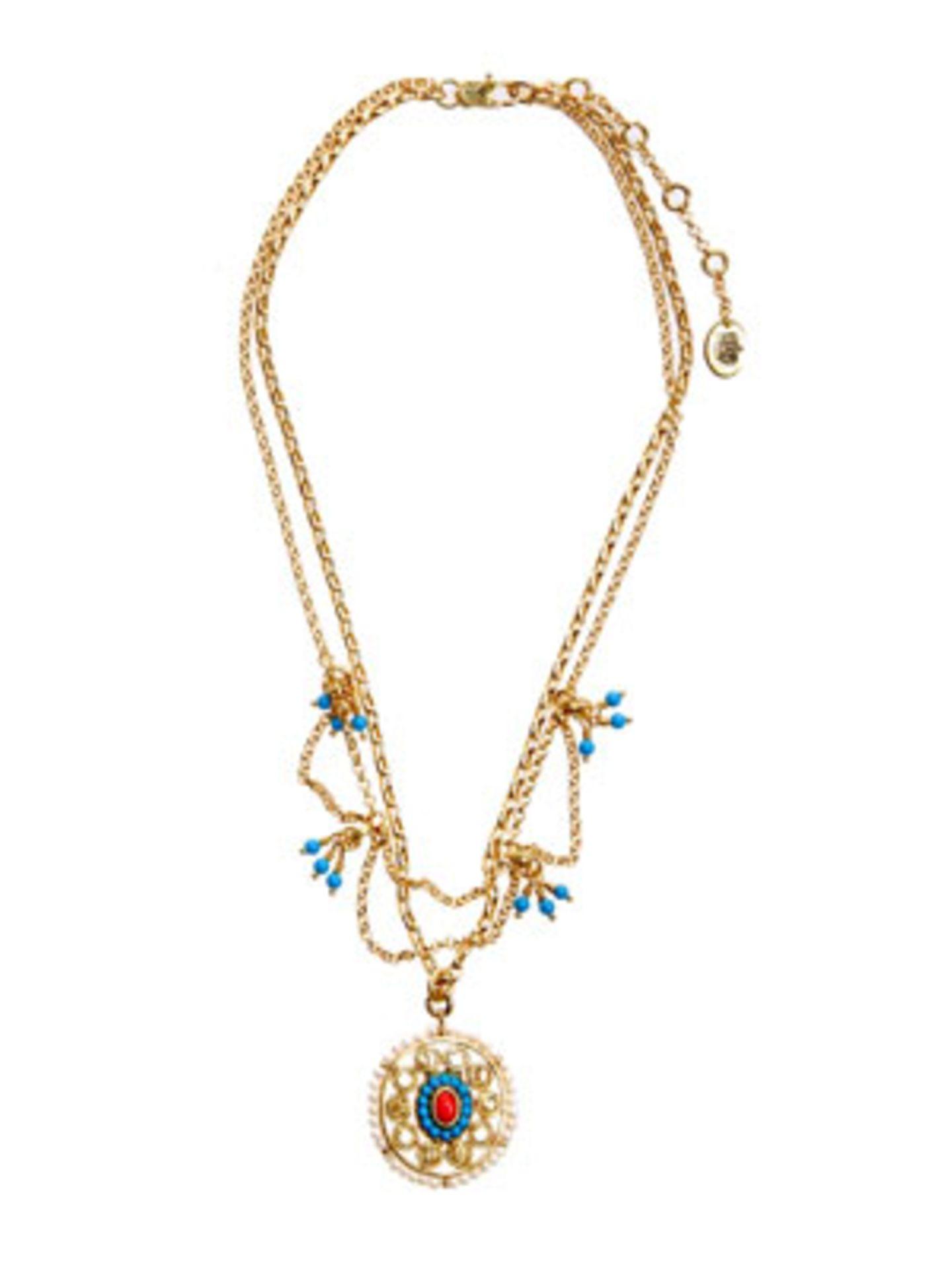 Lange goldene Kette mit orientalischem Anhänger von Juicy Couture, um 100 Euro. Über www.jades24.com.