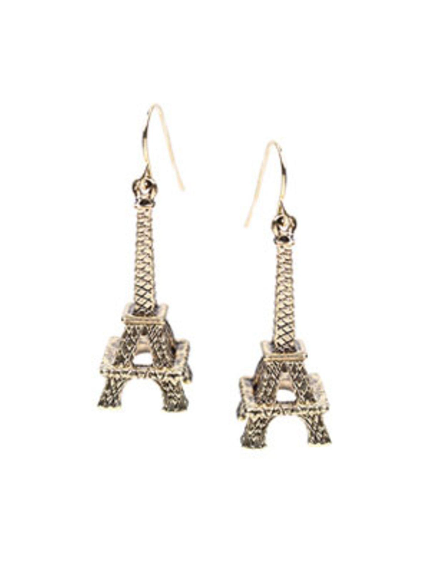 Nicht nur beim nächsten Paris-Urlaub ein absolutes Must-Have: Ohrhänger in Eiffelturm-Form von www.asos.com, um 5 Euro.