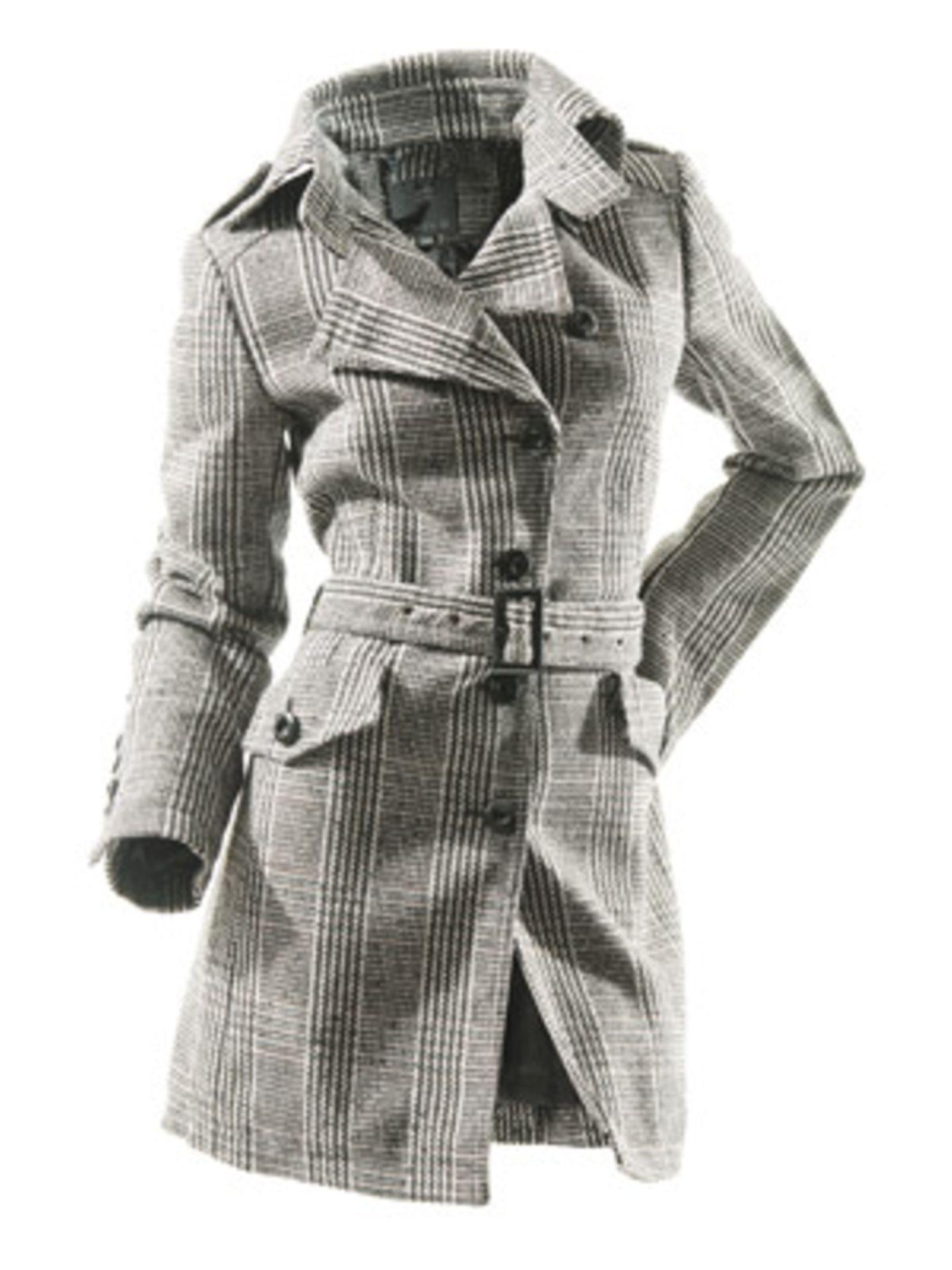 Karierter Mantel in Trench-Optik mit Taillenbetonung von New Yorker, ca. 70 Euro.