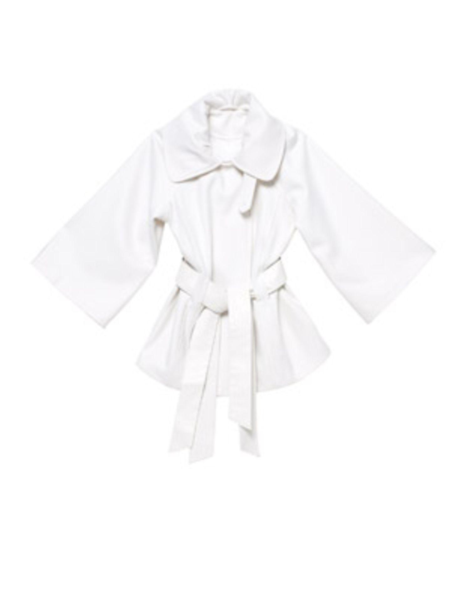 Weiße Jacke mit Fledermausarm und Taillenbetonung in Form eines breiten Gürtels. Von Orsay, ca. 50 Euro.