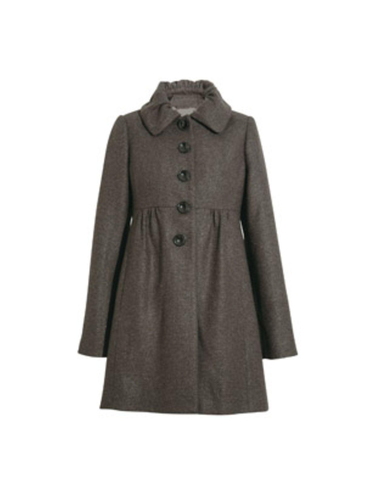 Mädchenhafter Mantel mit verspieltem Kragen und hoher Taille von Hallhuber, um 200 Euro.