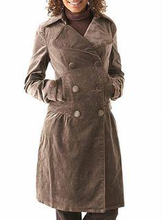 Langer Mantel aus Velour; 79,90 Euro; von Promod