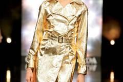 Goldener Mantel im Kroko-Stil; 79,00 Euro; von C&A