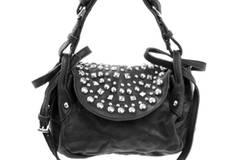 Stylische schwarze Party-Tasche mit Strasssteinen in Nieten-Optik und Schulterriemen von Black Lily, um 160 Euro.