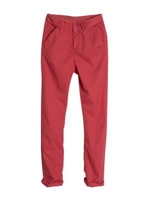 Rote Karottenhose mit weitem Schritt von H&M, um 30 Euro.