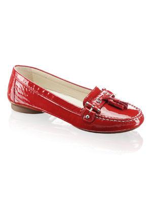 Loafer in roter Lack-Optil von Geox, um 110 Euro. Über www.shoemanic.com.