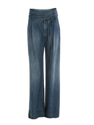 Leichte Marlene-Jeans im stonewashed-Look von Mango, um 50 Euro. Über www.mangoshop.com.
