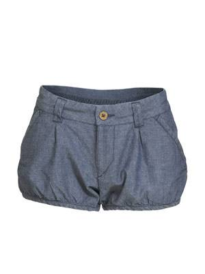 Sommerliche Jeans-Shorts in leichter Ballon-Form von H&M, um 15 Euro.