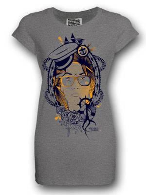Graues T-Shirt mit  maritimem Print von armedangels, um 35 Euro. Über www.armedangels.de.