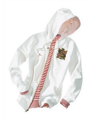 Kapuzen-Pullover mit Stickerei und geringeltem Innenfutter von Ralph Lauren, um 129 Euro. Über www.brandneu.de.