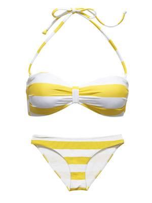 Bandeau-Bikinitop und Hipster mit gelben Streifen. Beides von H&M, je um 10 Euro.