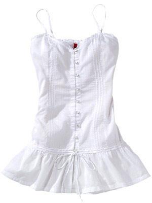 Süßes Minikleid in Weiß, leicht ausgestellt, mit Knopfleiste und Spaghetti-Trägerm von QS by S. Oliver, um 40 Euro.