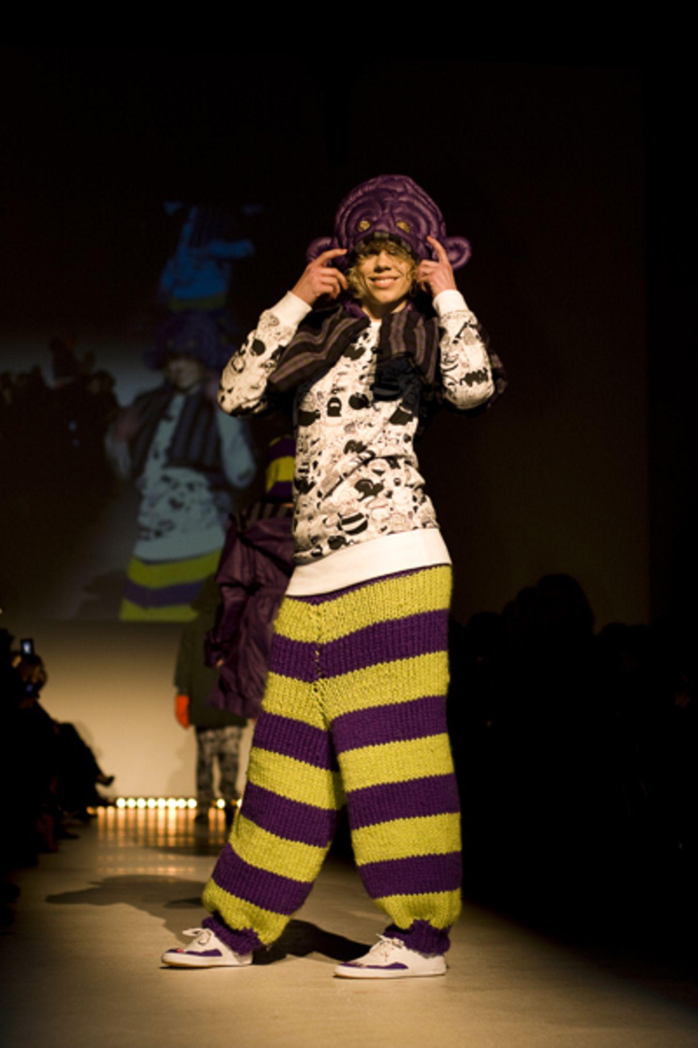 Anna Heuger: Versteckt - Entdeckt Sie wollte eine Mode kreieren, die niemals still steht. Lust auf Bewegung macht ihre fröhliche Mode allemal.