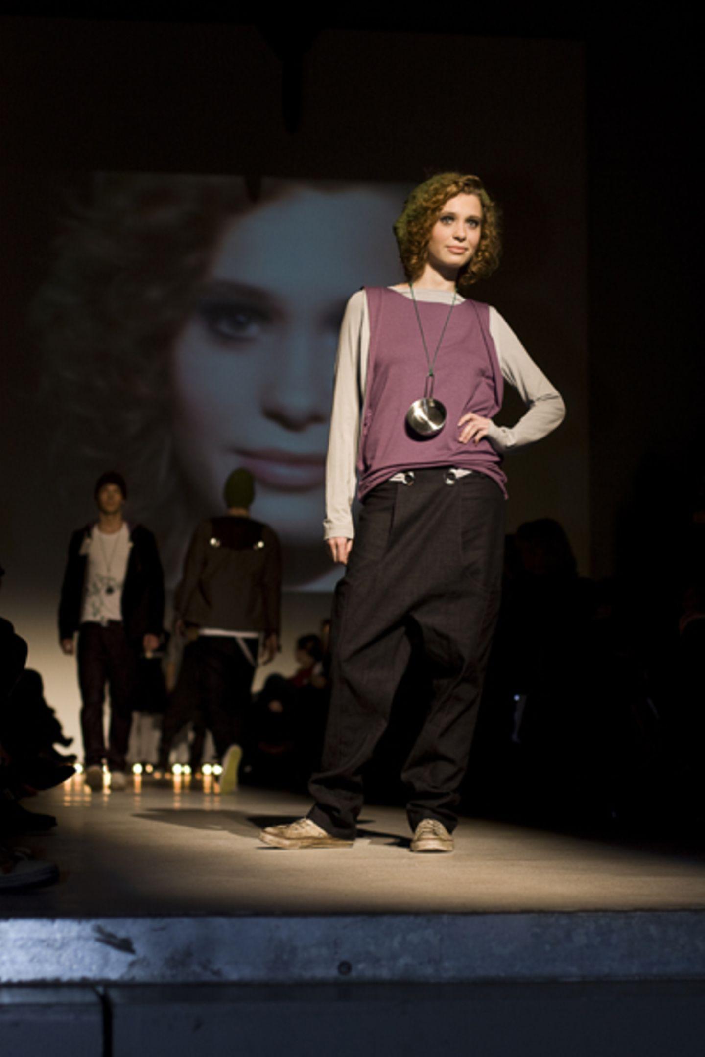 Laura Früchtenicht: apron appeal Ihre Streetwear-Kollektion besteht aus sechs DOB- und drei HAKA-Looks.