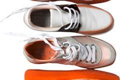 Verschiedene Turnschuh-Modelle im angesagten Metallic-Look und in Neon-Farben von Closed, je um 169 Euro.