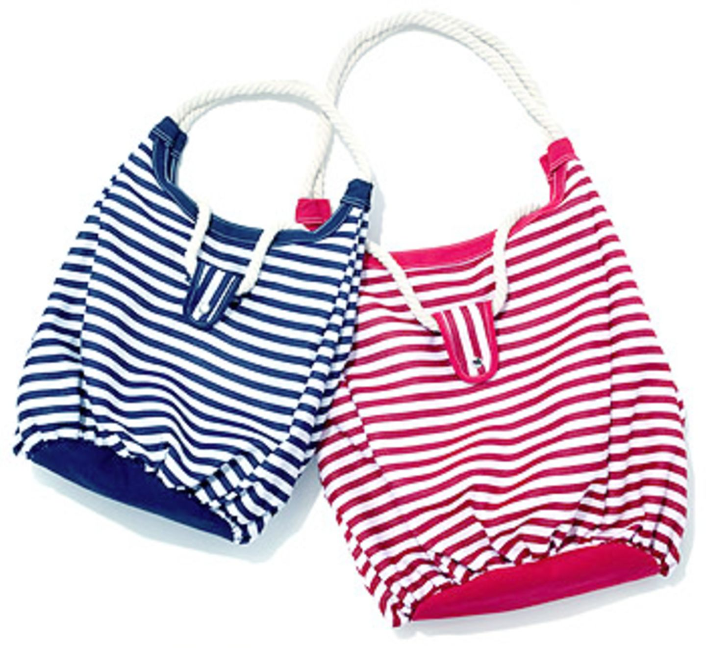 Taschen im Marine-Style: Tasche blau: 17,99 Euro, Tasche rot: 24,99 Euro; von K&L Ruppert