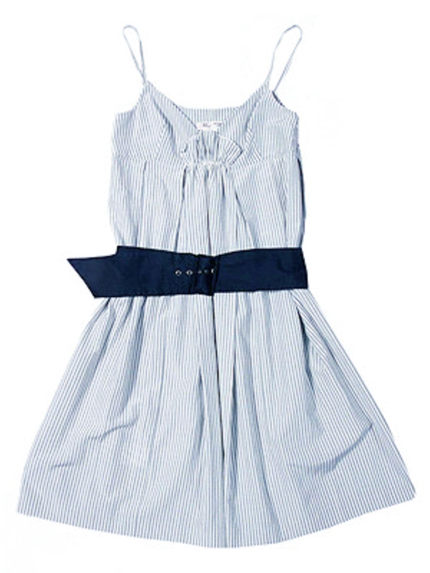 Blau-weiß fein gestreiftes Kleid mit blauem Gürtel; 119 Euro; von Mango