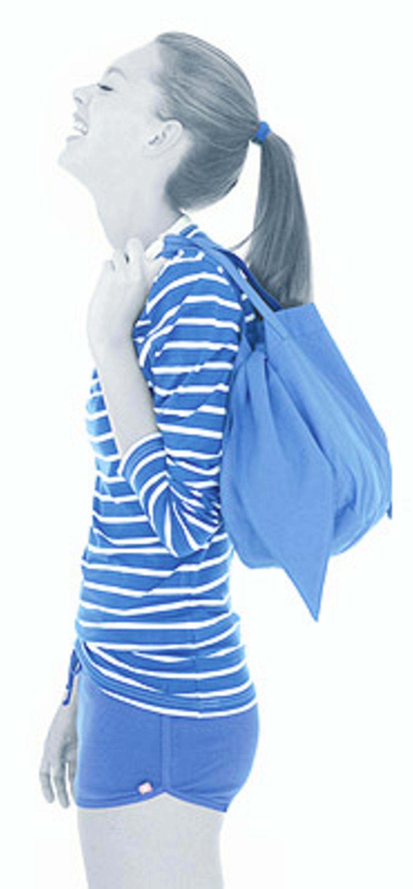 Streifen Shirt 49,90 Euro; Shorts 19,90 Euro; Tasche 34,90 Euro; von flip*flop