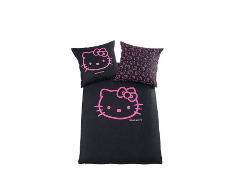 Echte Fans können auch im Schlaf nicht ohne: Wendebettwäsche von OTTO, um 40 Euro.