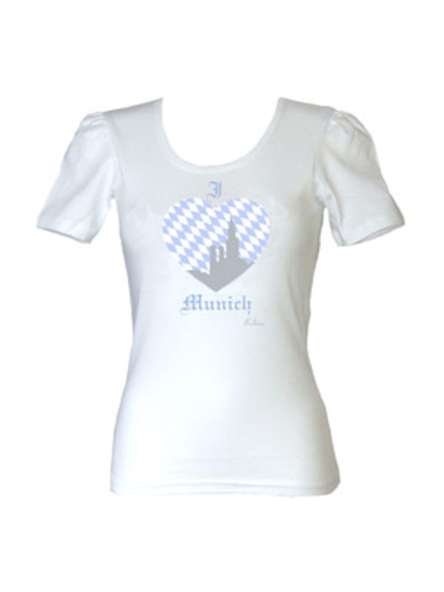 Weißes, tailliertes Shirt von Balbina, um 40 Euro. Für echte Bayern-Fans. Über www.balbina-balbina.de.