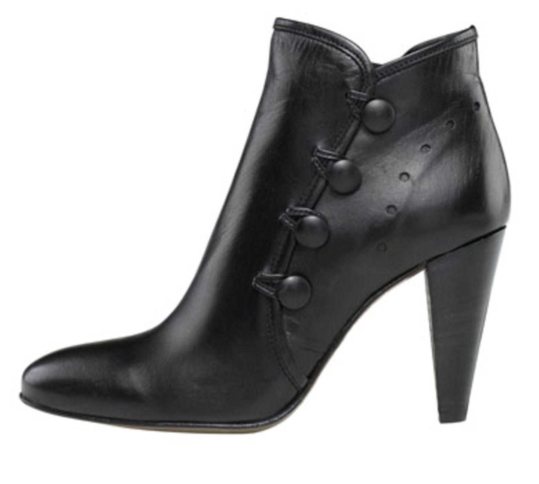 Schwarze Stiefelette mit Knöpfen an der Seite; 170 Euro; von cox über Görtz 17