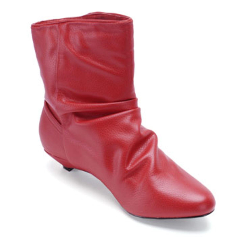 Rote Stiefelette mit leichter Raffung am Schaft; 49,90 Euro; von Buffalo