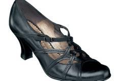 Schwarze Pumps mit Flechtdeko; 79,95 Euro von Varese woman über Roland-Schuhe