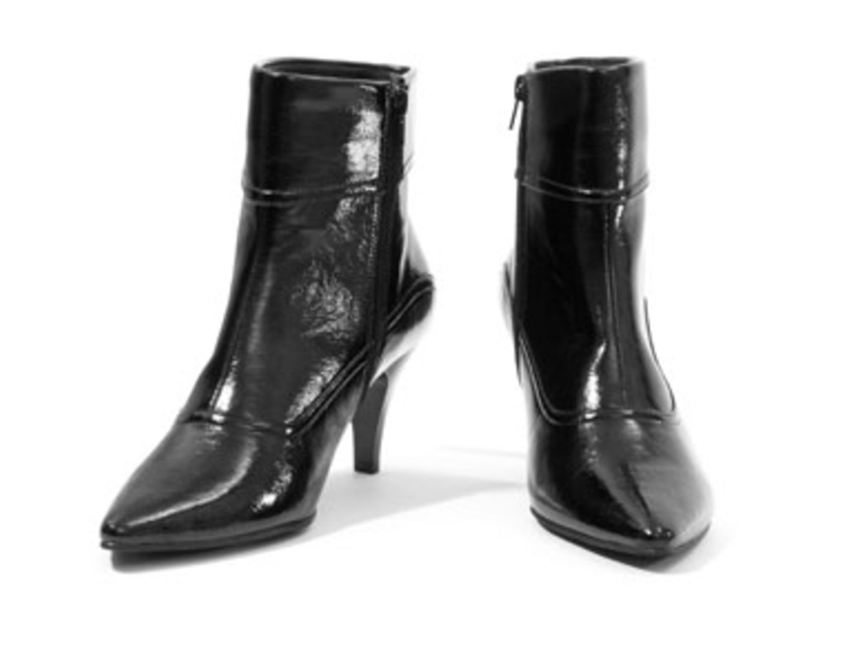 Schwarze Lack-Stiefeletten; 19,95 Euro; von New Yorker