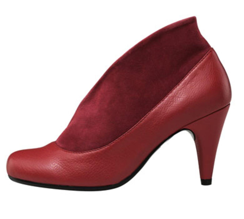 Roter Ankle-Boot mit tiefem Schnitt; 69,95 Euro; von Akira über Görtz 17