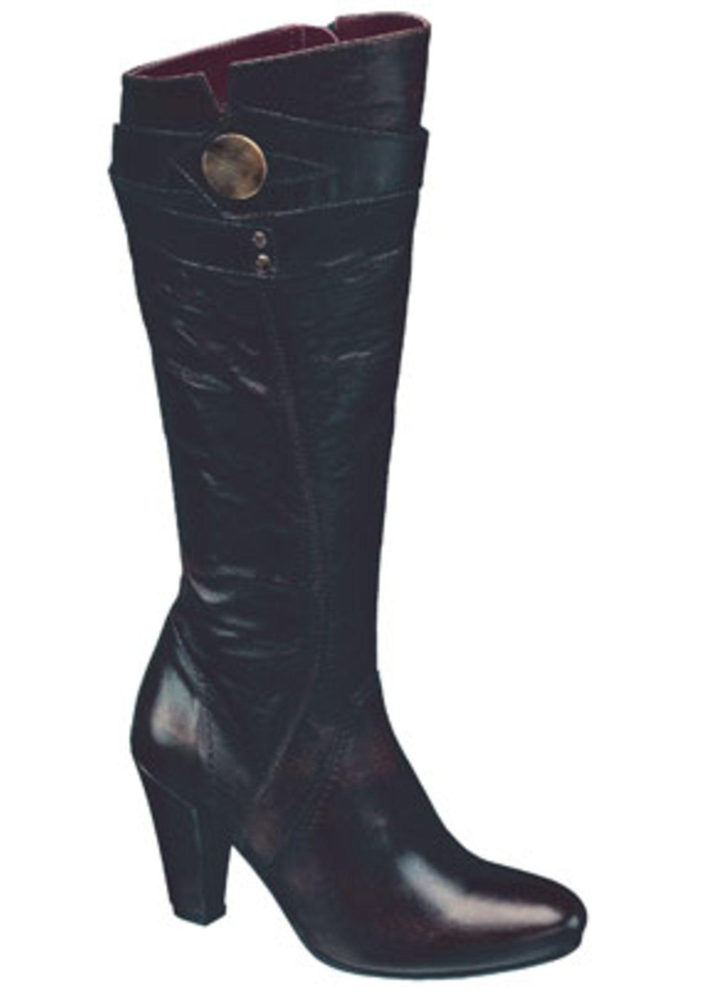 Schwarzer Stiefel mit Raffung und Schnallenverzierung; 89,90 Euro; von 5th Avenue / Deichmann