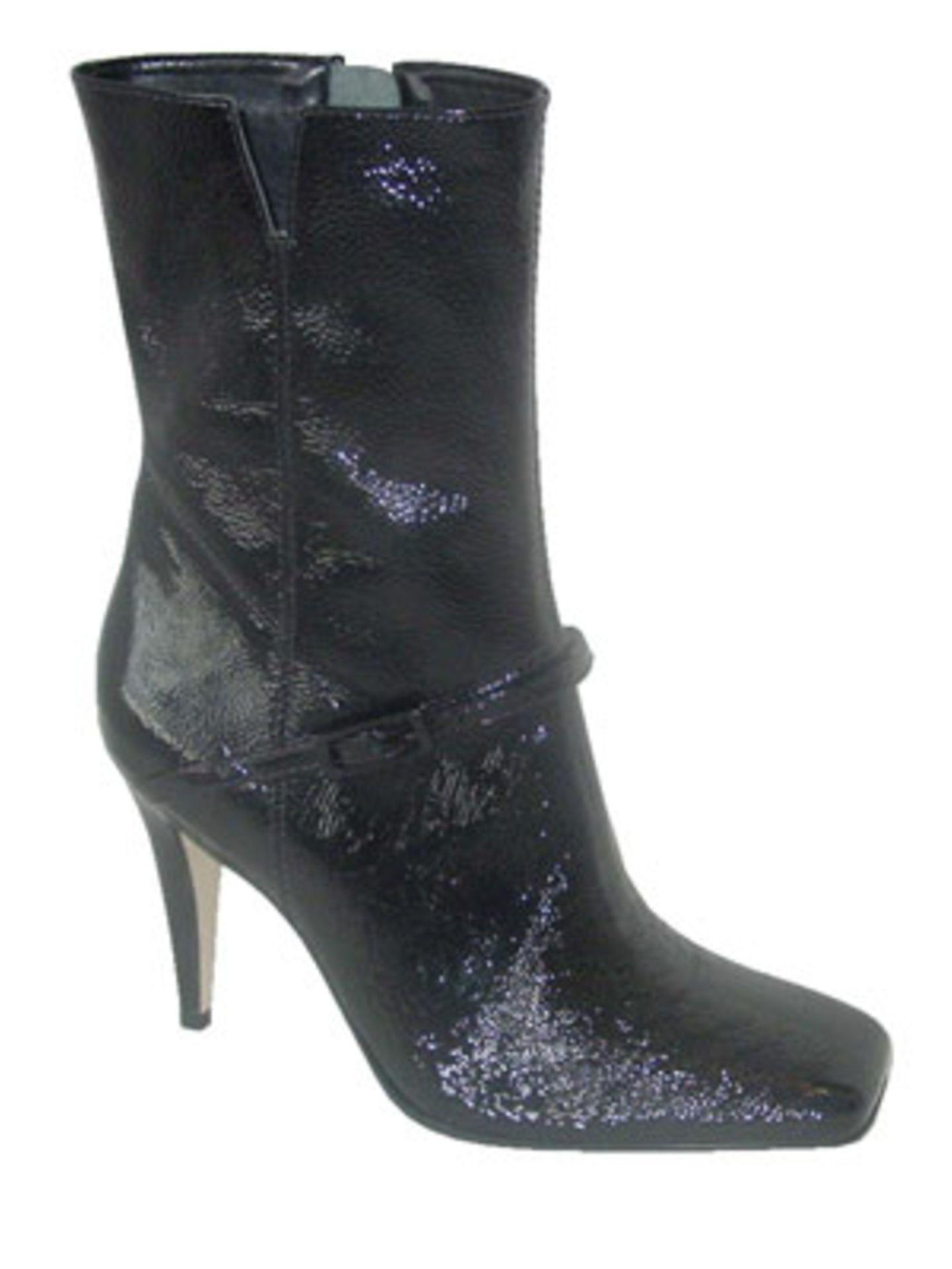 Schwarze Stiefel in Knautsch-Optik; 129,90 Euro; von Buffalo