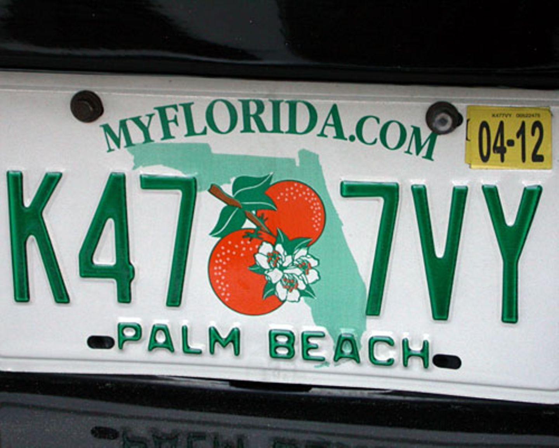Die Floridianer – wie der Besitzer dieses Wagens aus Palm Beach – haben die wohl schönsten Autokennzeichen in den USA: Verziert mit Orangen.