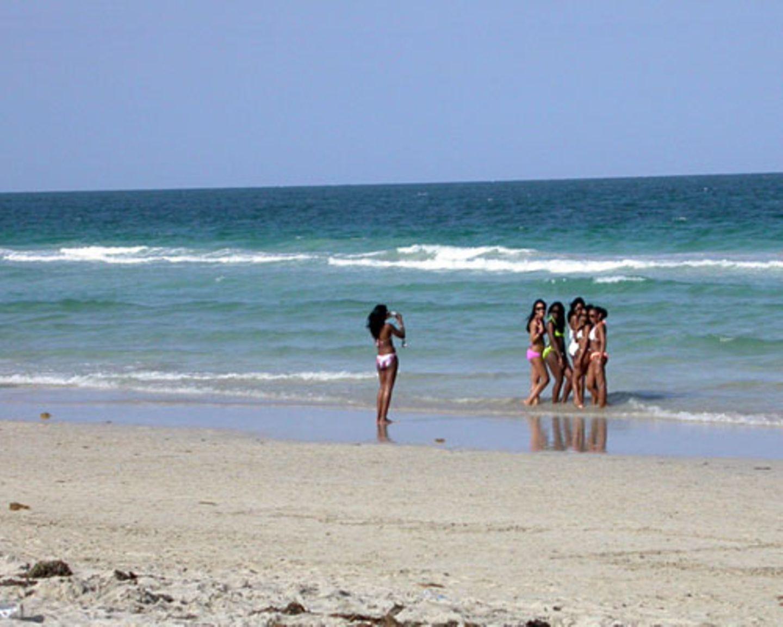 Am Strand, neben Werbespot-tauglichen Schönheiten, kann man sich als Normaltourist schonmal dick und unansehnlich vorkommen.
