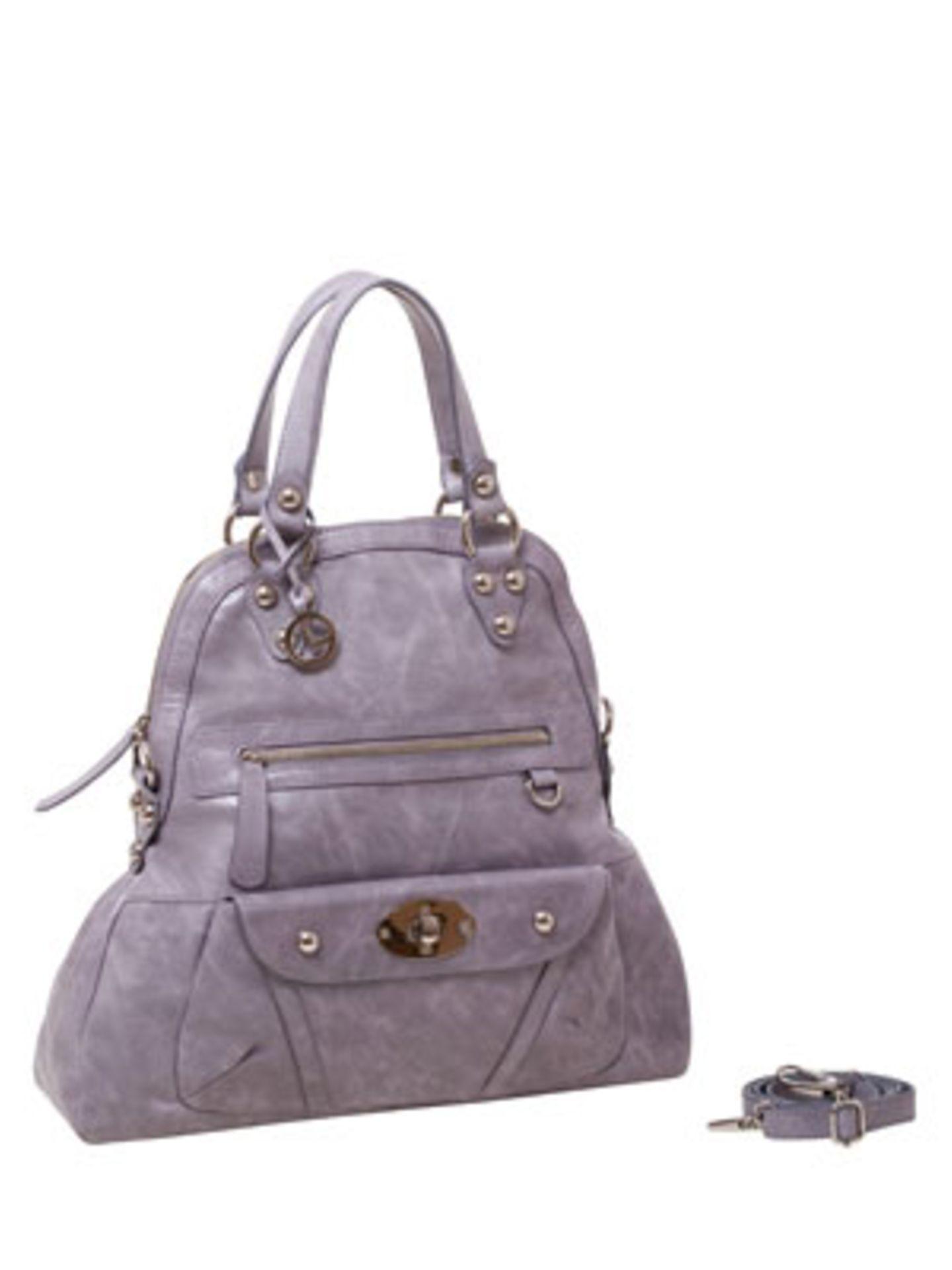 Formschöner Shopper aus Leder in Taupe-Violett von L.Credi, um 200 Euro.