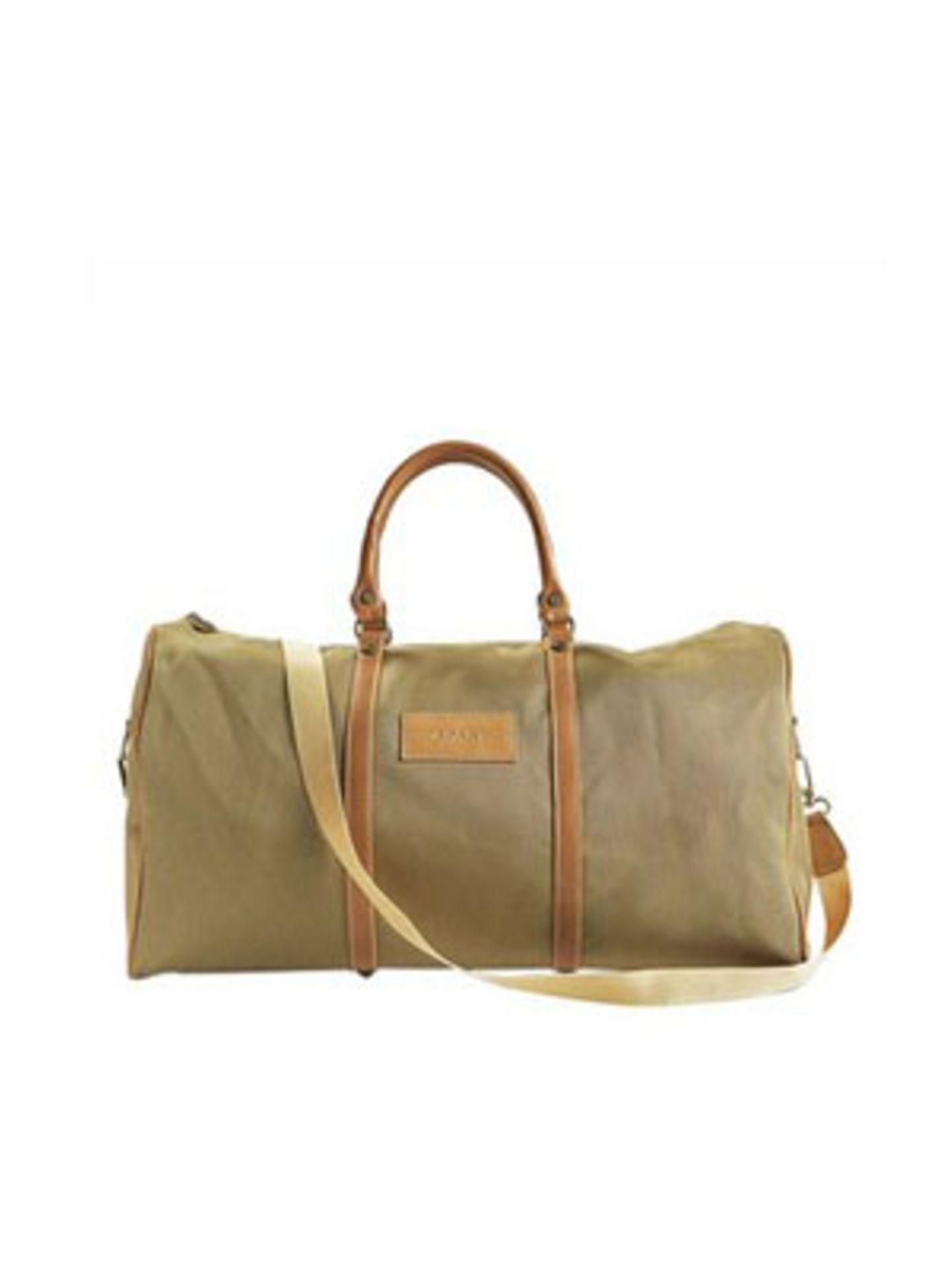 Edle Reisetasche mit langem Schulterriemen von Apart, um 160 Euro. Über www.apart-accessoires.de.