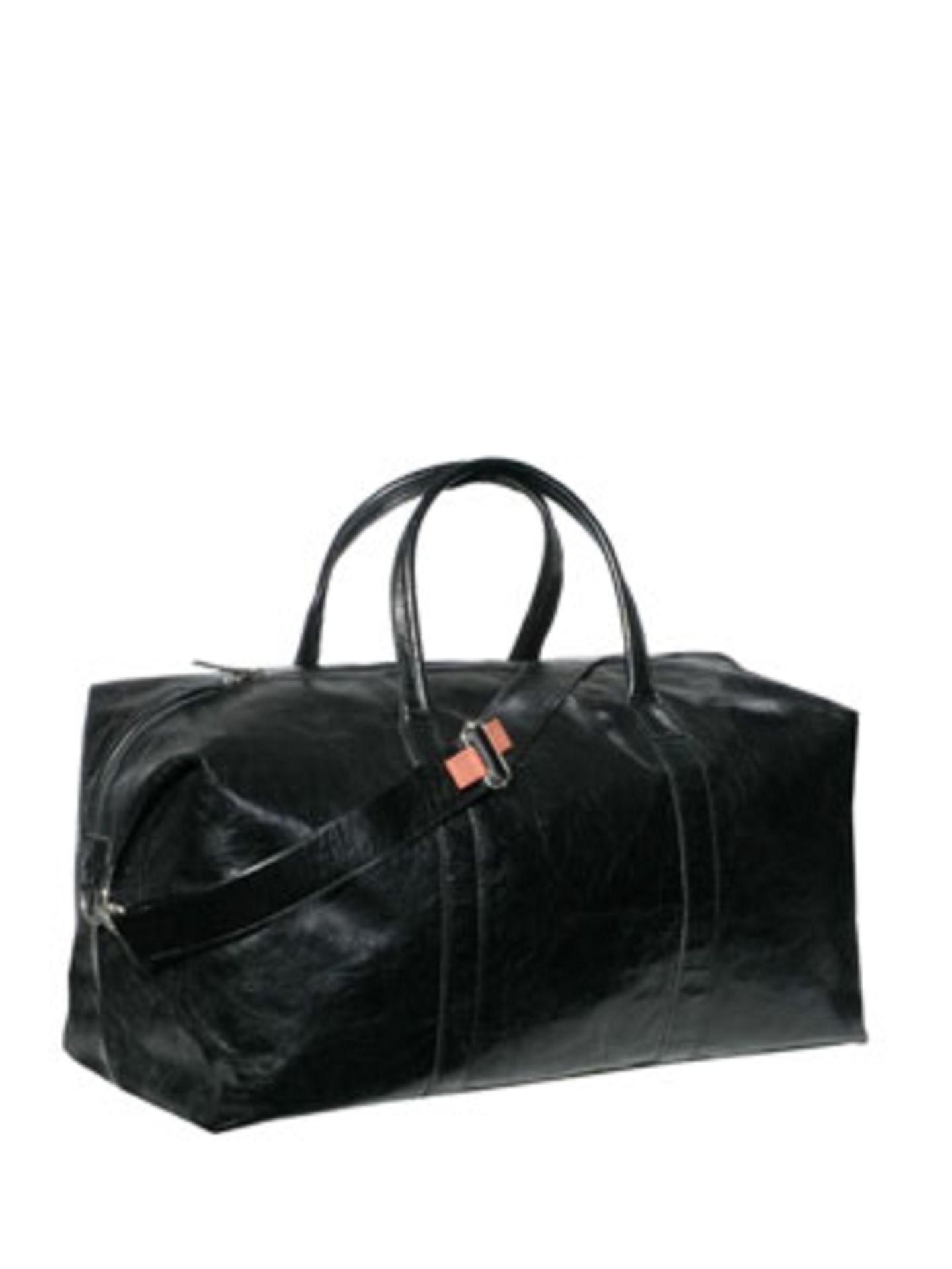 Schick und schlicht ist diese Reisetasche aus Glattleder von Jost, um 400 Euro. Über www.taschenkaufhaus.de.