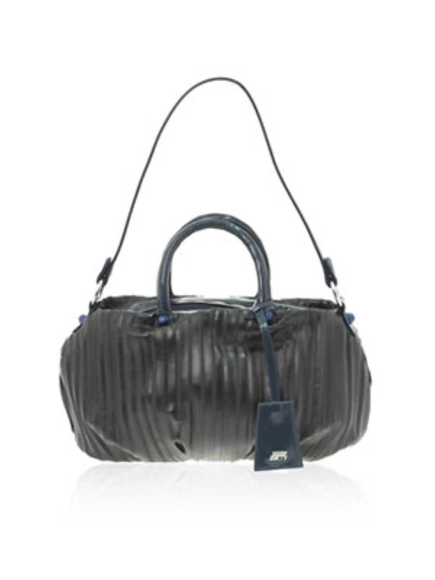 Weekender in Grau mit blauen Details von Miss Sixty, um 65 Euro. Über www.asos.com.