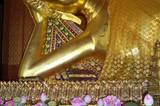... Und der liegende Buddha gleich nebenan.